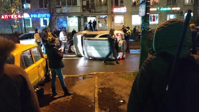На Пулковской улице в Петербурге обнаружили перевернутый автомобиль