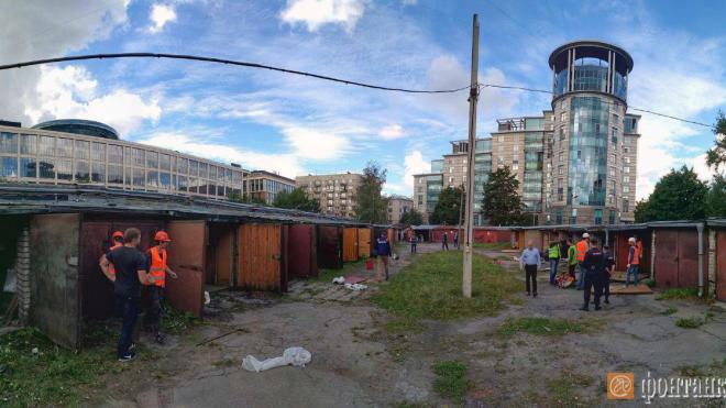 """Фото: Смольный сносит гаражи возле """"Невской ратуши"""""""