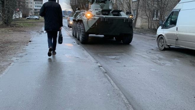 На Русановской петербуржцы заметили танк