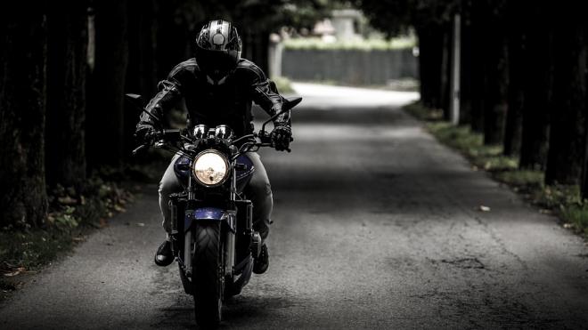 Мотоциклист разбился на Гражданском, пролетев десятки метров