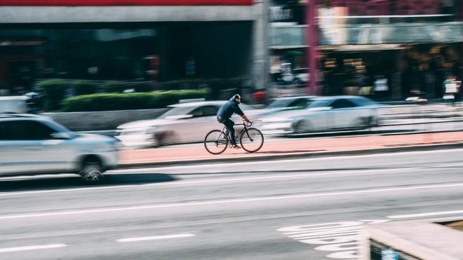 В Петербурге буйный велосипедист открыл огонь по Hyundai Starex