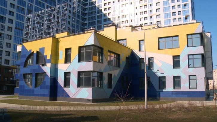 В Петербурге разрешили утренники в детсадах на фоне резкого скачка заболеваний COVID-19