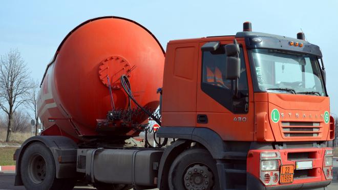 Водитель топливозаправщика похитил почти 17 тысяч литров дизеля из-за обиды на начальство