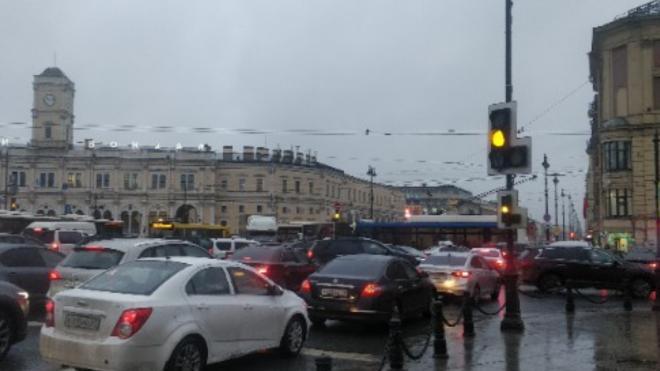 Поломка светофора обернулась коллапсом на площади Восстания