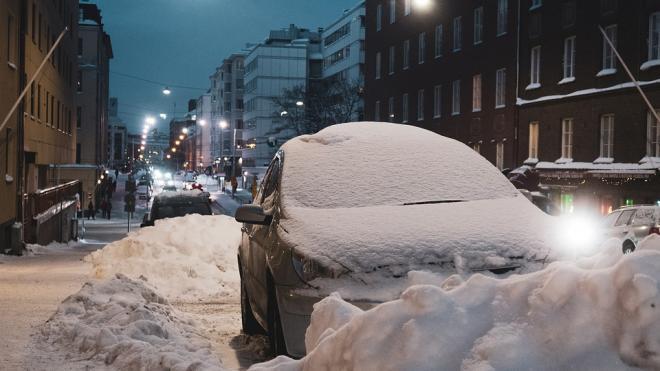 """Петербуржцы предлагают услуги по откапыванию машин от снега на """"Авито"""""""