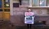 У ЗакСа проходит одиночный пикет в защиту парка Малиновка