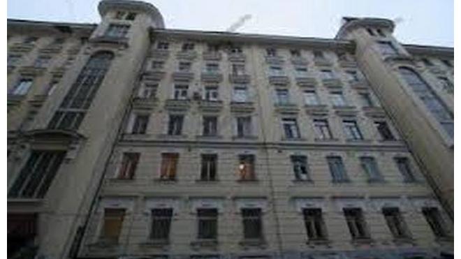 На прохожих в центре Москвы рухнула вывеска: пострадали три человека