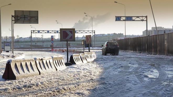 За ночь на КАД снегоуборочная техника израсходовала 129 тонн соли