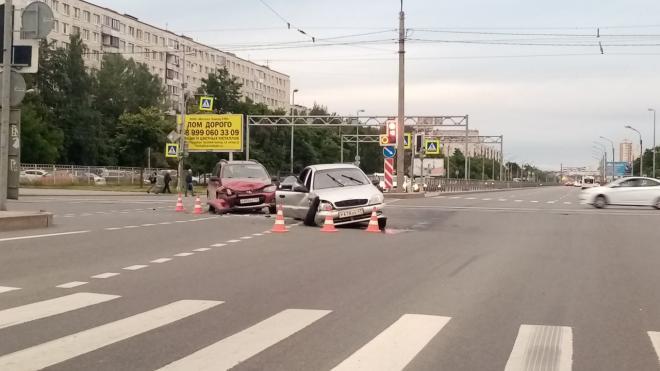В результате ДТП на Дунайском пострадали трое