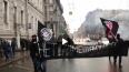 Националисты провели в центре Петербурга марш с файерами