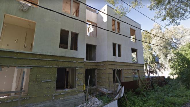 В Красносельском районе обрушилось заброшенное здание