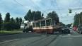 Грузовик врезался в трамвай и оторвал его от рельсов ...