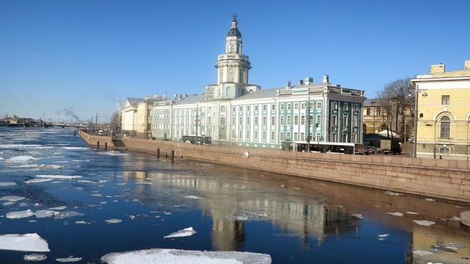 Нева в этом году полностью замерзнет только к началу января
