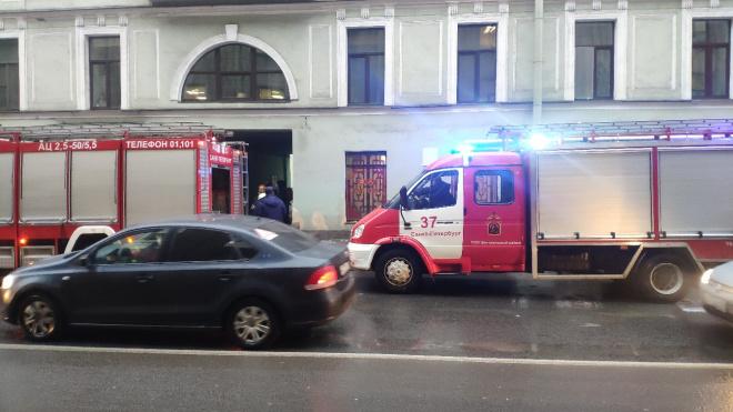 МЧС: из горящего дома на Гороховой эвакуировали 10 человек