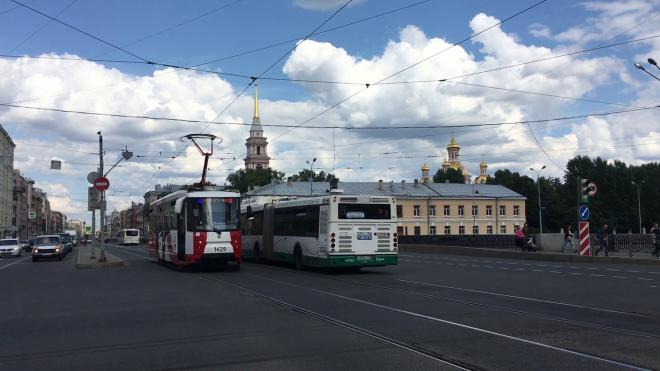 Общественный транспорт Петербурга признали соответствующим международным требованиям