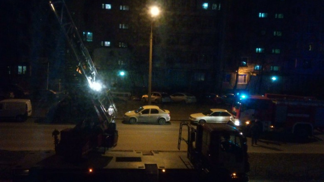 Спасатели среди ночи тушили пожар в квартире на Лесной