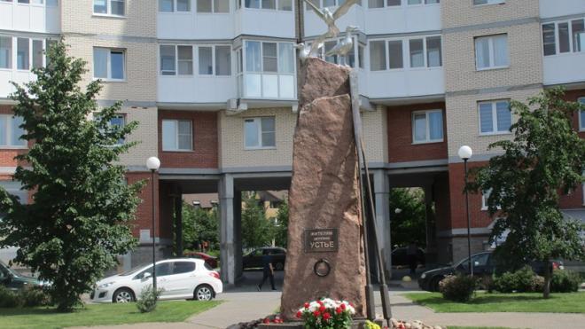 В Сосновом Бору открыли памятник героям-рыбакам деревни Устье