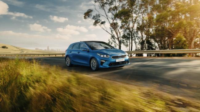 Продажи новых автомобилей в Петербурге в 1-м полугодии упали на 27%