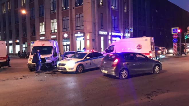В Петроградском районе иномарка столкнулась с машиной скорой помощи