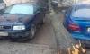 Чудо спасло два автомобиля на парковке в Петербурге от рухнувшего дерева