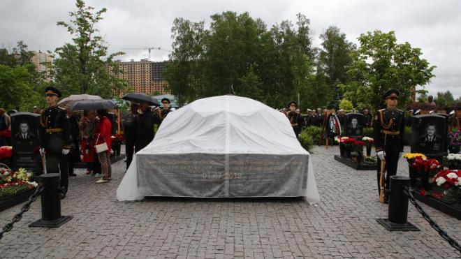 В Петербурге открылся памятник погибшим в Баренцевом море подводникам