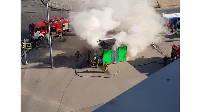 Администрация района в шоке: на Купчинской сгорел ларек с шавермой,  который якобы не функционировал