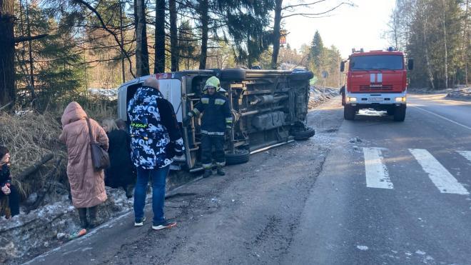 В опрокинувшемся в Ватремягах автобусе пострадали пассажиры