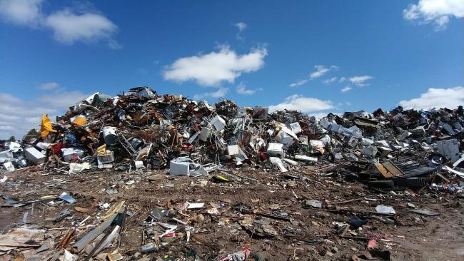 """Росприроднадзор потребовал закрыть мусорный полигон """"Северная Самарка"""" в Ленобласти"""