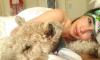 В постели с собакой: Эмилия Кларк выложила смелое фото без макияжа