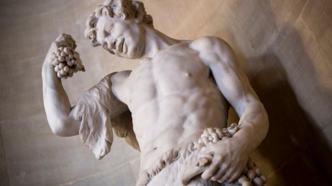 Эрмитаж получил официальную жалобу за обнаженные скульптуры в залах