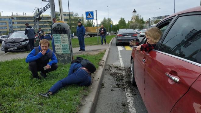 В Мурино задержали водителя Hyundai, который сбил женщину и пытался скрыться с места ДТП