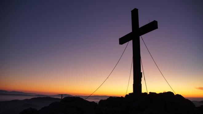 В НИИ Джанелидзе освятят крест на месте строительства храма