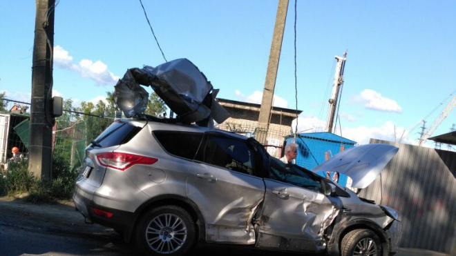В Петербурге произошло ДТП с участием автомобиля и экскаватора