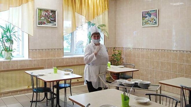 """Губернатор Петербурга проверил первый открытый лагерь """"Молодежное"""""""