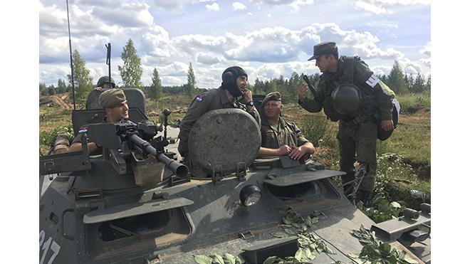 Российские и сербские военные разгромили превосходящие силы условного противника