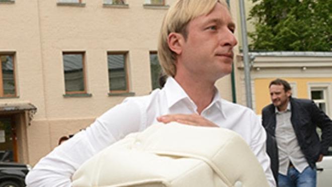 Дима Билан стал крестным отцом сына Рудковской и Плющенко