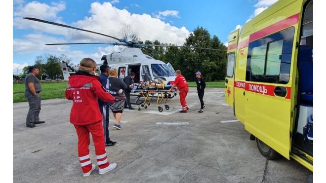 В начале недели служба санавиации вылетала на помощь жителям Ленобласти более 10 раз