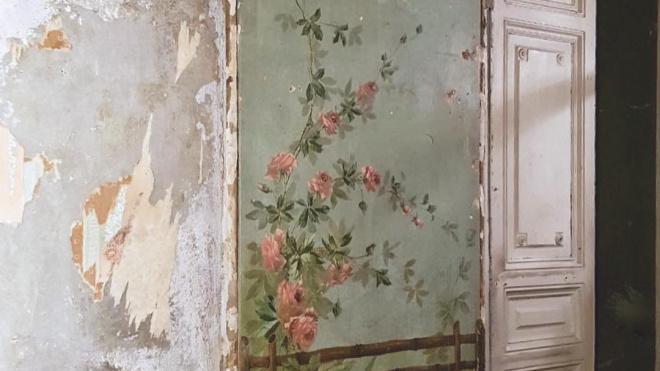 В петербургской коммуналке нашли росписи XIX века