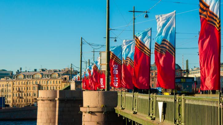 На услуги по подготовке Васильевского острова к майским праздникам потратят 5,5 млн. рублей