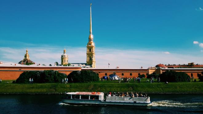 Петербург стал лидером среди городов для летних поездок по России
