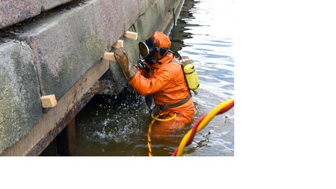 На набережной канала Грибоедова остановили смещение каменных блоков