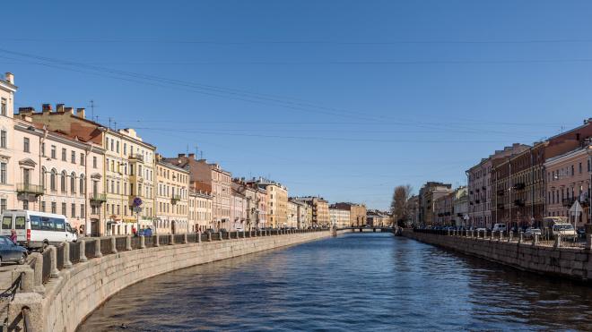 Прохожий прыгнул за девушкой в канал Грибоедова