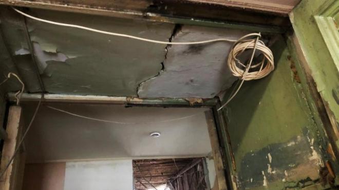 В Петербурге наказали собственника и УК за обрушение перекрытий в квартире
