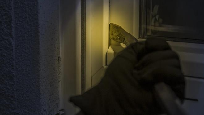 Злоумышленник похитил несколько миллионов из квартиры гендиректора сети ресторанов в Петербурге