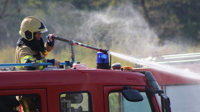 Из полыхающей коммуналки дома Бассейного товарищества эвакуируют людей