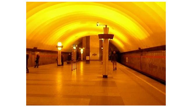 """На """"оранжевой"""" ветке метро восстановили движение поездов"""