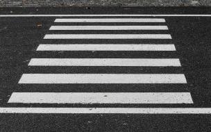 """Молодого человека сбил автомобиль на """"зебре"""" на Колпинском шоссе"""