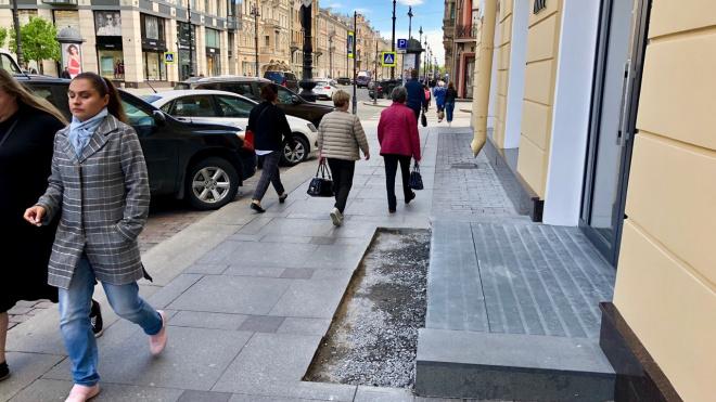 Крыльцо бутика Dior на Невском укоротили после действий активистов