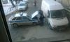 Машина вневедомственной охраны врезалась в припаркованный мини-грузовик на Стачек