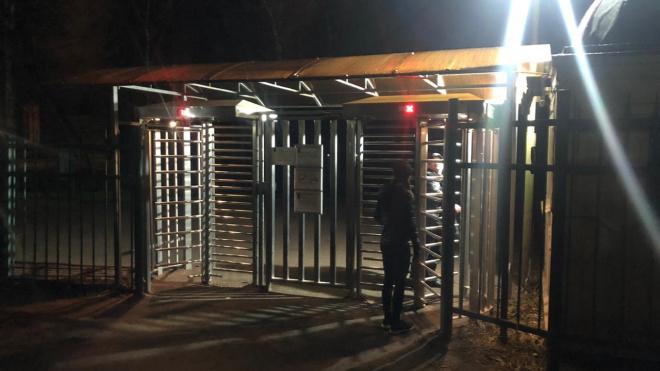 Охрана не пускает в Гатчинский парк местных жителей в спортивной форме
